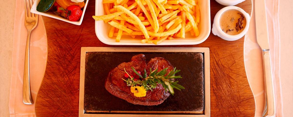 Filet de bœuf sur ardoise Auberge de Gilly