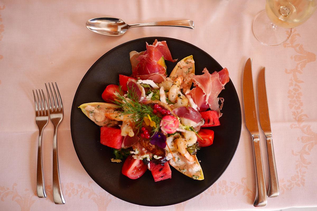 Salade Gourmande & Rafraîchissante aux arômes d'été Auberge de Gilly
