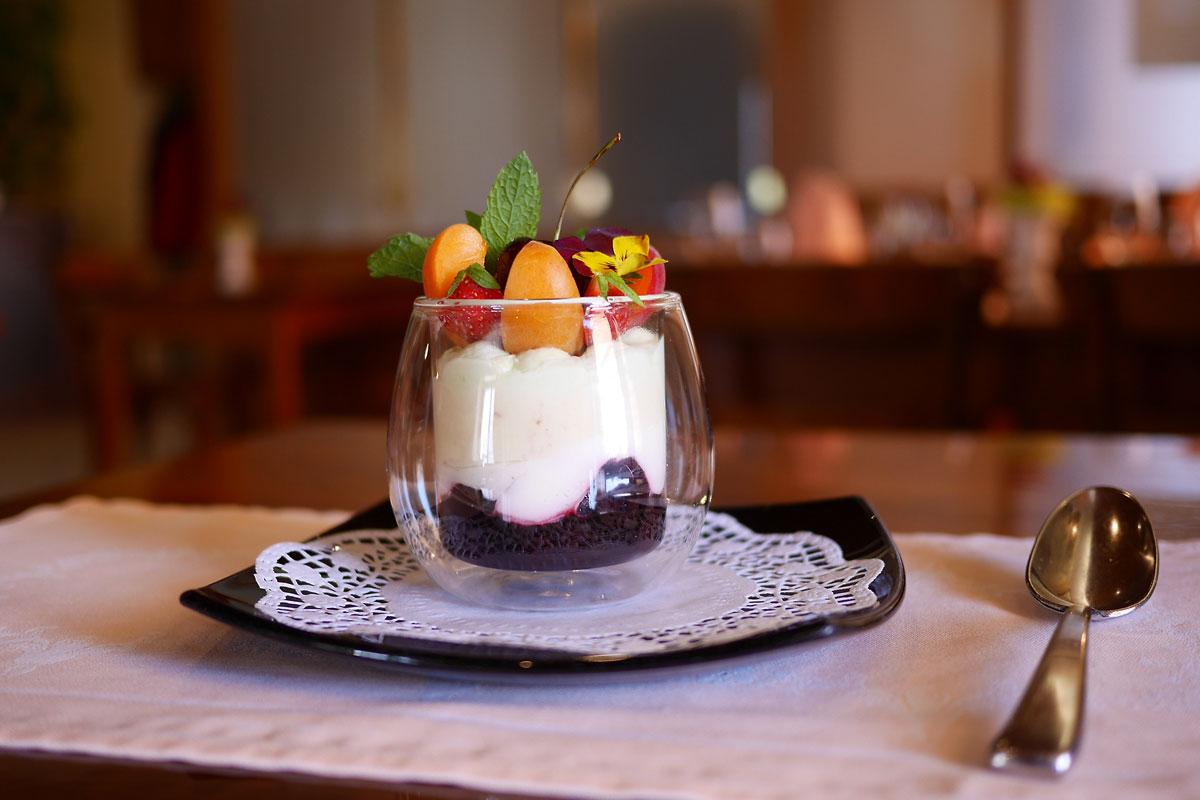 Verrine de cerises & noix de coco Auberge de Gilly